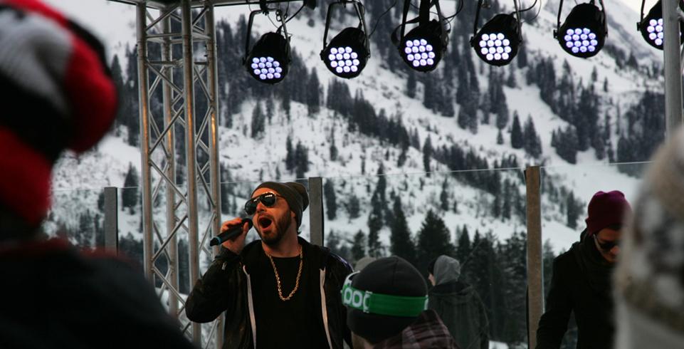 Sänger Greis singt