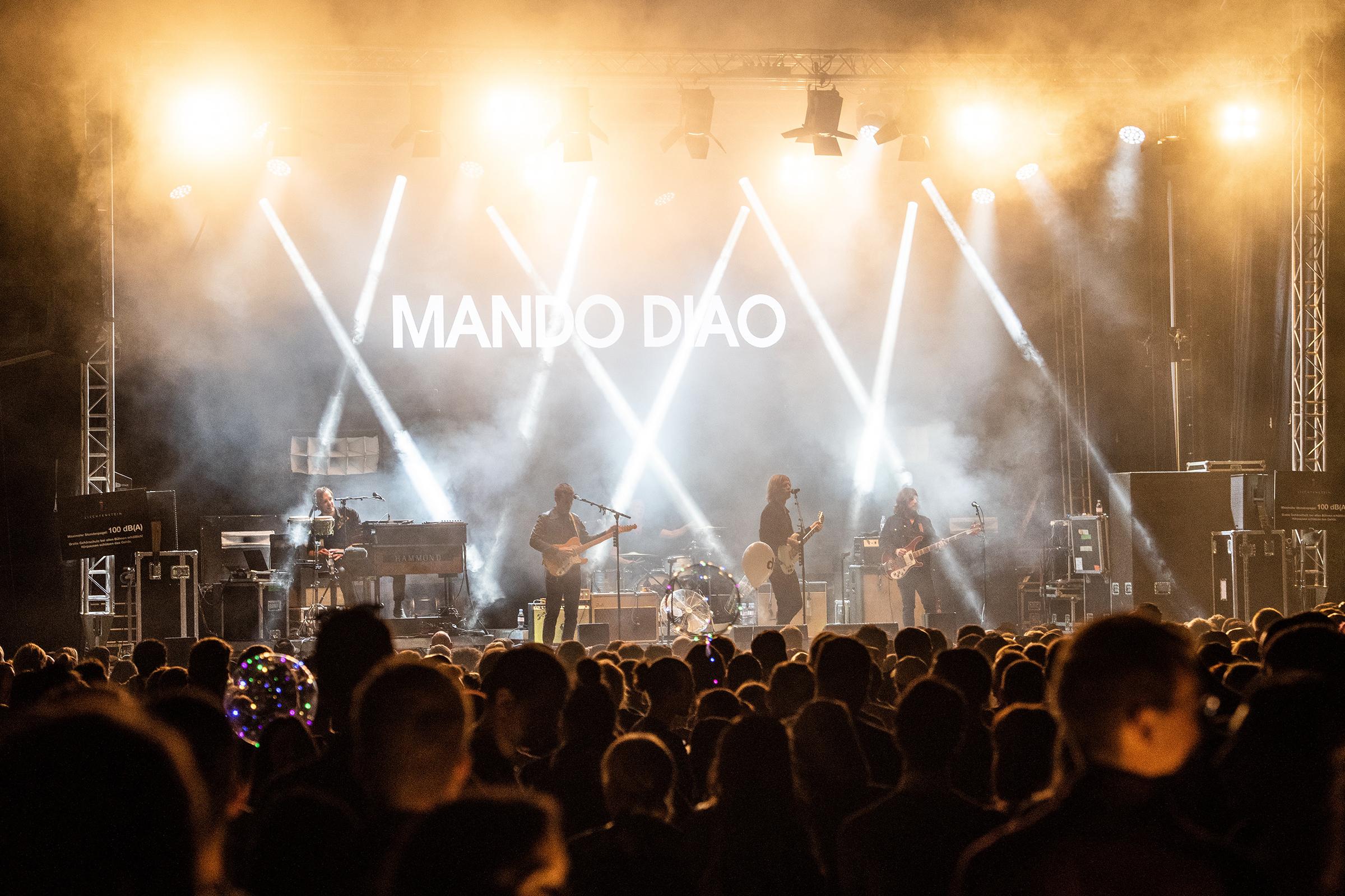 Mando Diao spielen auf der Bühne am Staatsfeiertag 2018