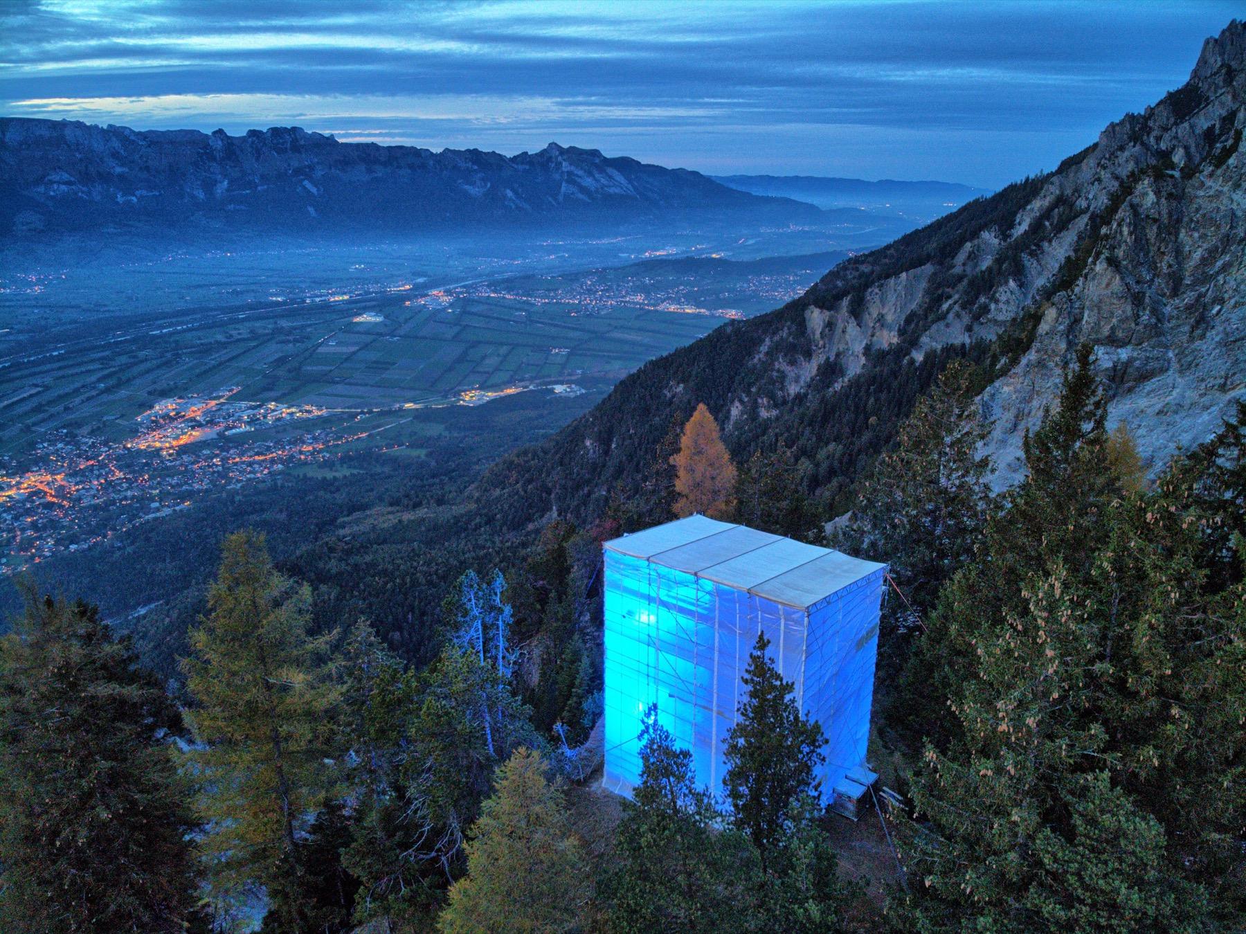 beleuchteter Turm auf Gaflei am Tag der Depression