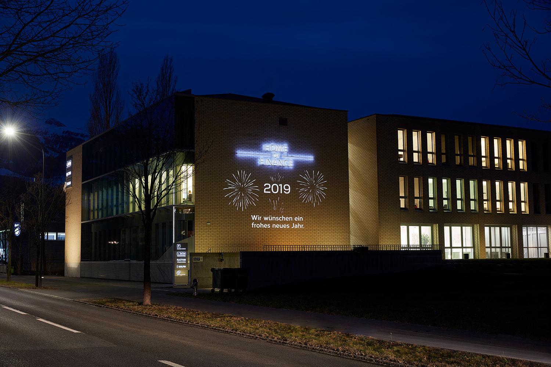 Fassadenbeleuchtung auf dem Home of Finance Gebäude mit Glückwünschen für 2019