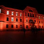 Fassadenbeleuchtung Regierungsgebäude Vaduz in Orange