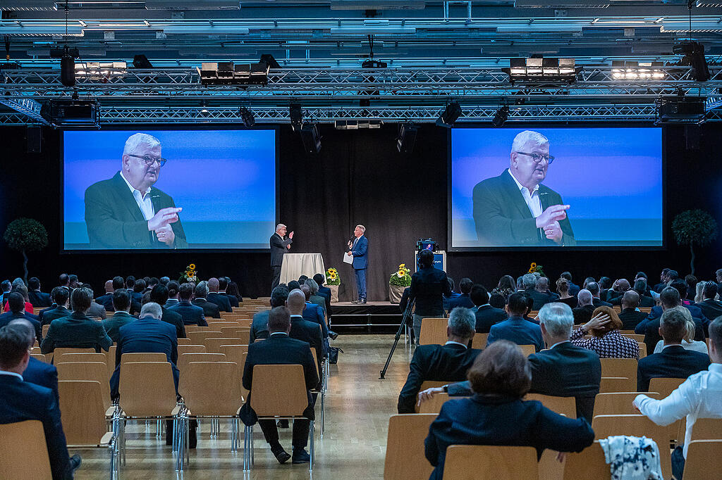 Joschka Fischer referiert am Finance Forum 2020 in Liechtenstein