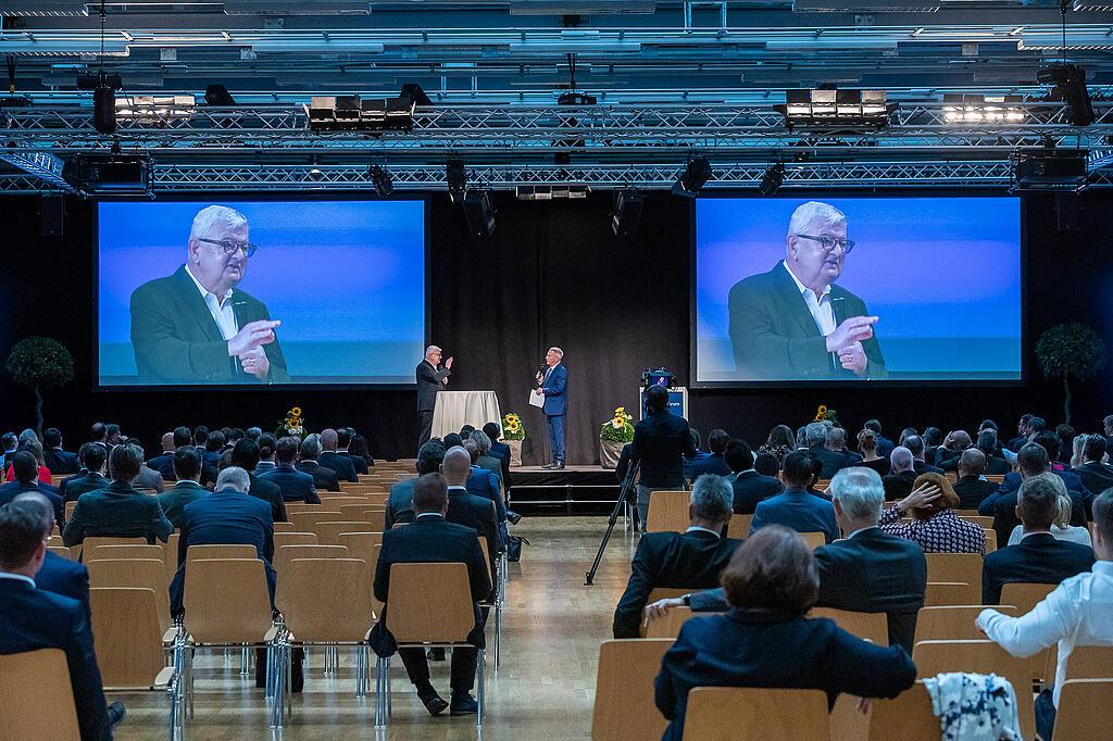 Joschka Fischer referiert am Finance Forum 2020 in Liechtenstein