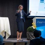 Frau referiert am Finance Forum
