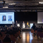 Mathias Binswanger und Mona Vetsch diskutieren am Unternehmertag 2020
