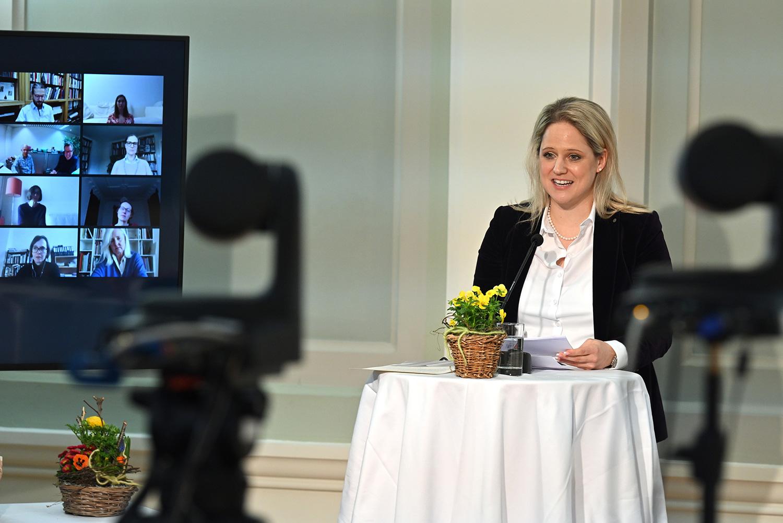 Kulturministerin Katrin Eggenberger zeichnet die schönsten Bücher Liechtensteins via Livestream aus